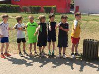 Kinder_der_3a_unterstützen_die_Läufer
